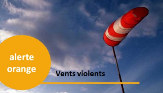 Des vents violents qui indiquent l'alerte orange